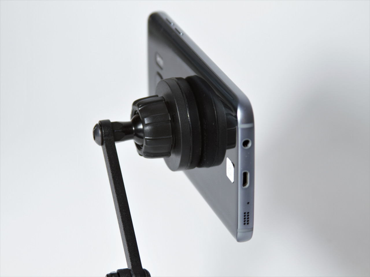 The magnet version of the CravenSpeed Gemini Phone Mount for MINI Cooper F56 holding a Samsung Galaxy S8.
