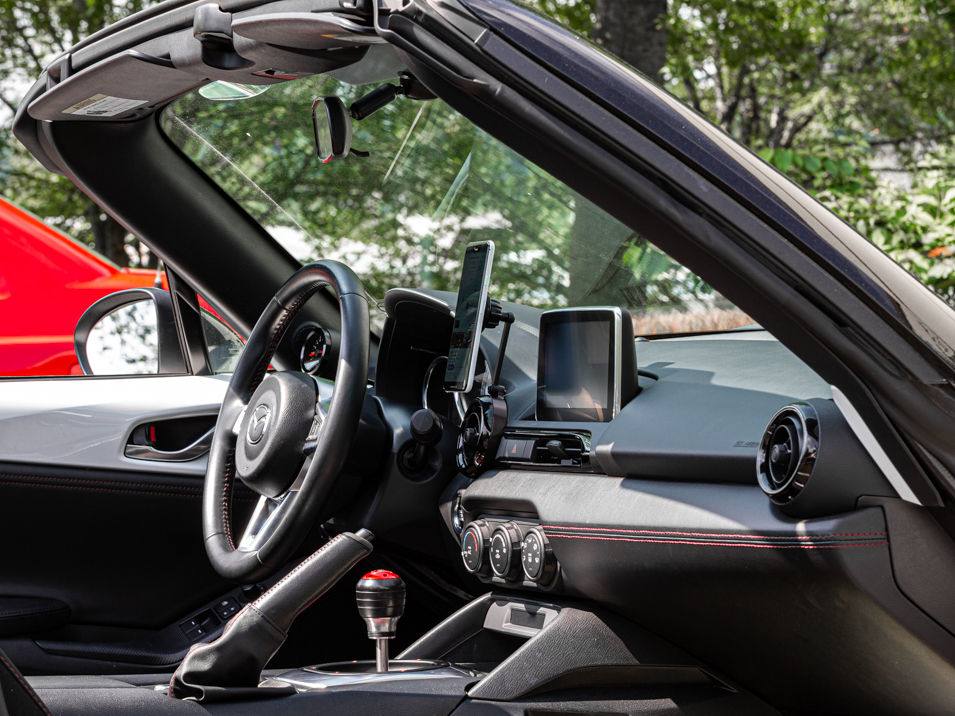 The CravenSpeed Gemini Vent Phone Mount installed in a 2016 ND MX-5 Miata holding a Pixel 3XL.