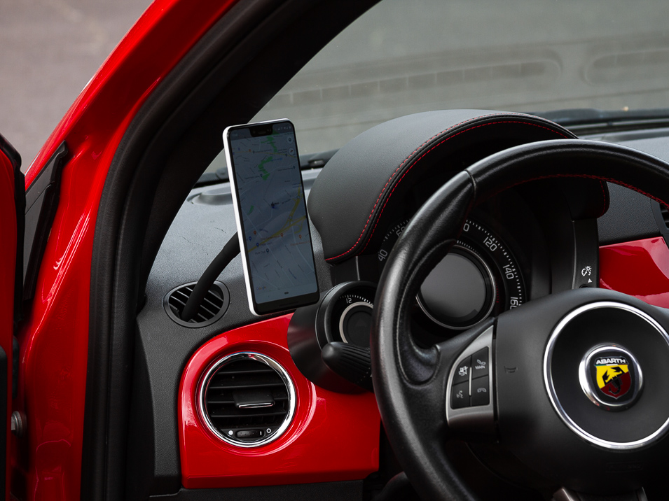 Angle view of the Gemini Mount for Fiat 500