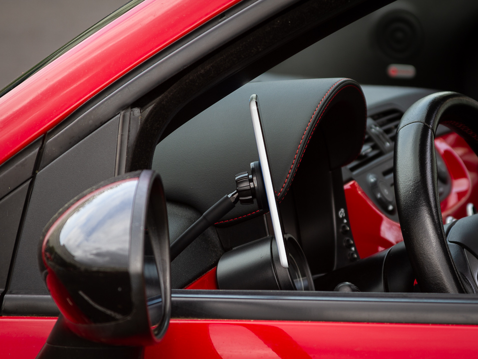 Side view of the Gemini Mount for Fiat 500