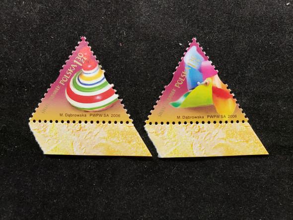 POLAND  (2007) Triangle, World of Toys (2v)