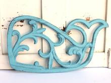 Cast Iron Whale Tirvet