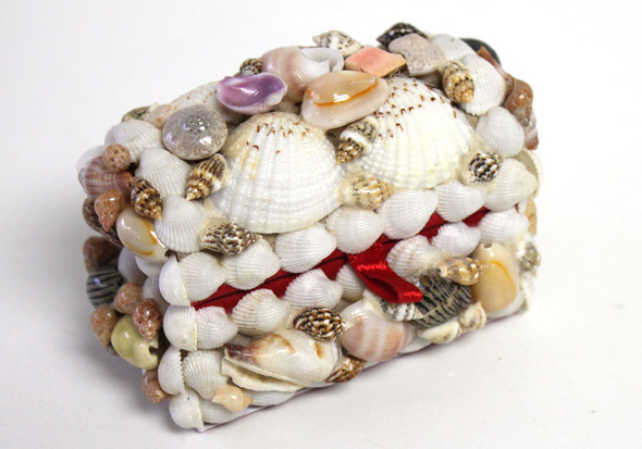 Tiny seashell treasure chest