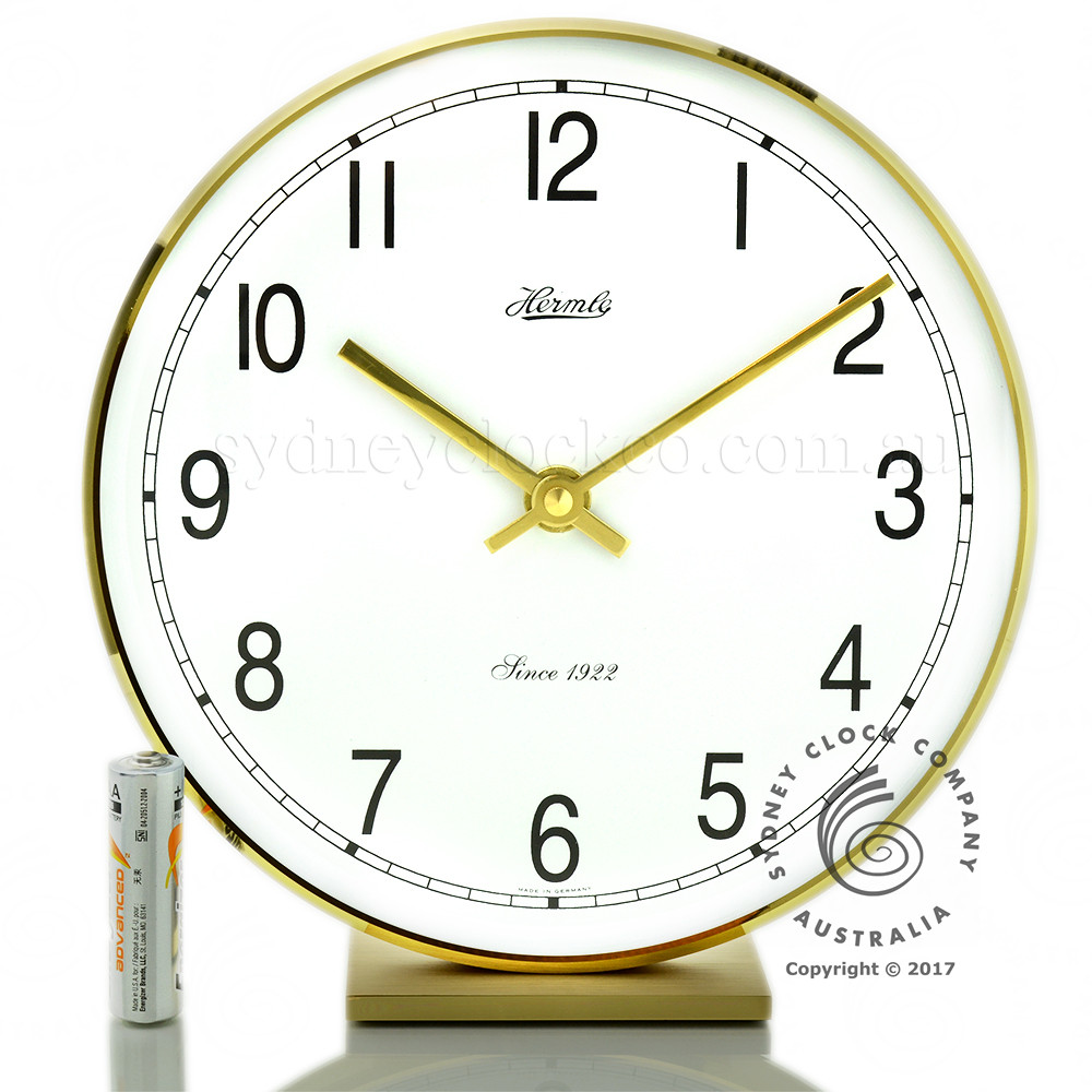 Hermle Solid Brass Table Clock uses 1 x AA battery (not supplied).