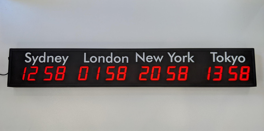 SCC23 4 x Zone World Time Clock (front)
