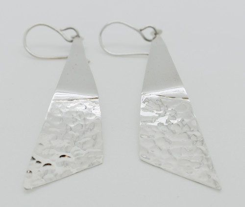 Long triangular earrings with double finish
