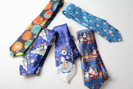 Fashionably fun. Men's LED Lighted Holiday Tie lighted holiday designs and plays Jingle Bells music. Crafted in polyester. Requires 2-LP41 Button Cell batteries, included.  Sold individually.