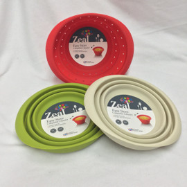 This collapsible colander from Kitchen Innovations is available in 3 colors and collapses down for easy storage.  Color will be random unless noted in notes. Non-stick, stain, and heat resistant!  7 Inches