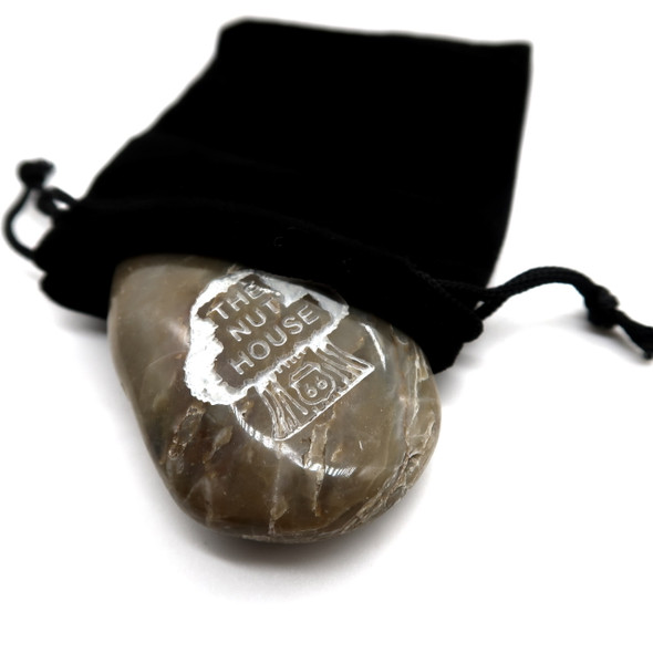 Your pet rock proudly proclaims its Nutty heritage! Leave it outside and it will even predict the weather. (Instruction card included)