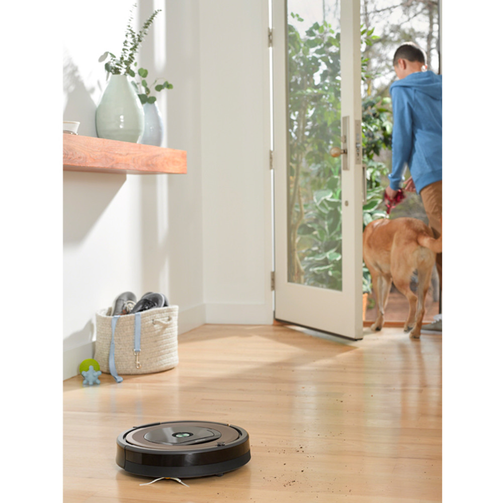 Roomba 890 Cleans Barefloor Surfaces, like Hardwood