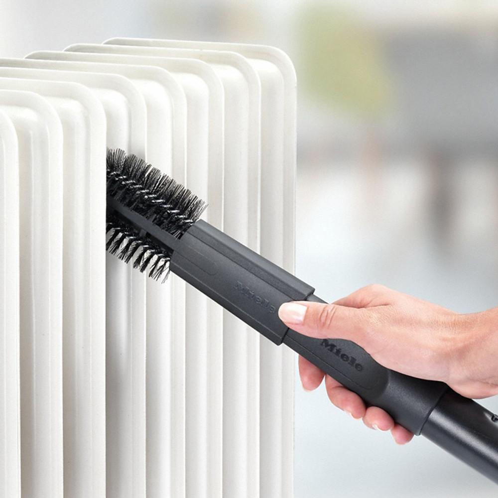 Sturdy Bristles Remove Dust from Between Radiators Slats