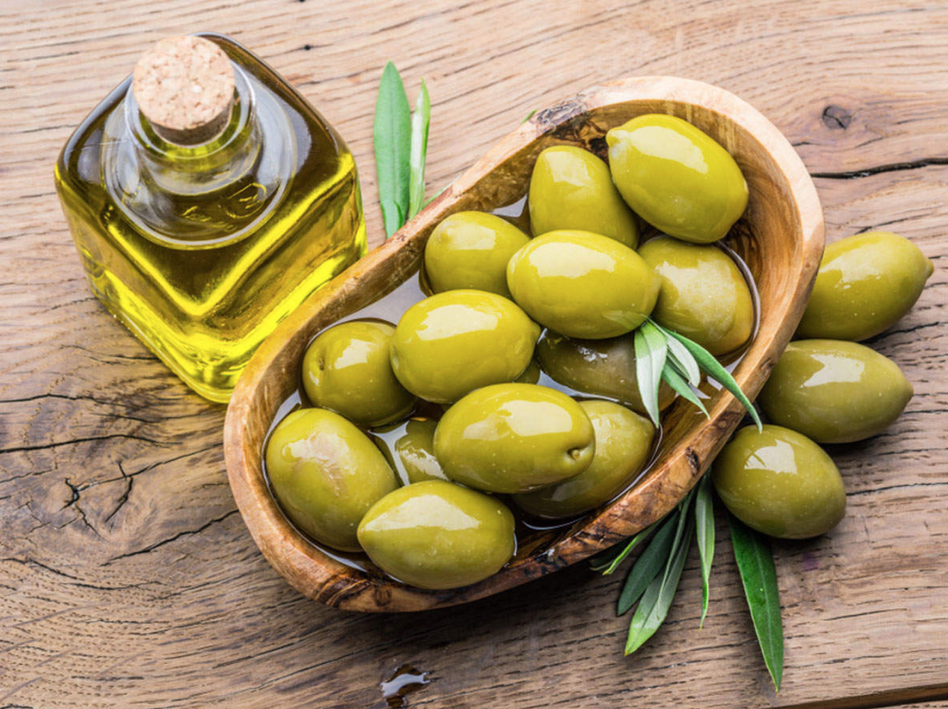 olives-in-boat-with-olive-oil-photo.png