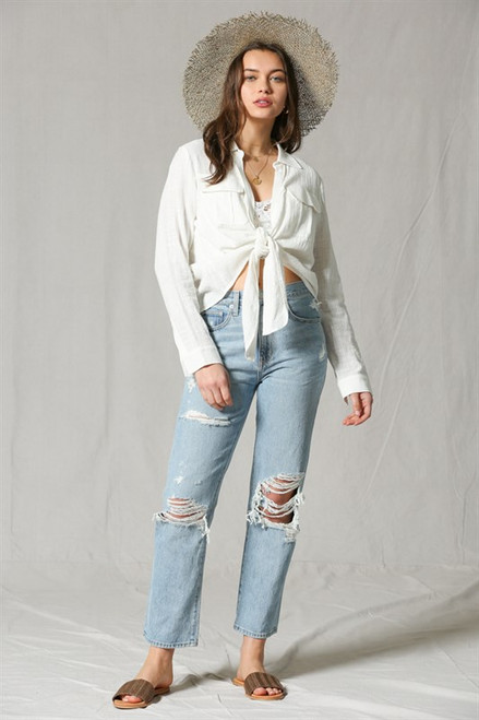 This Slub gauze shirt with front pockets features a front knot style and relaxed look
