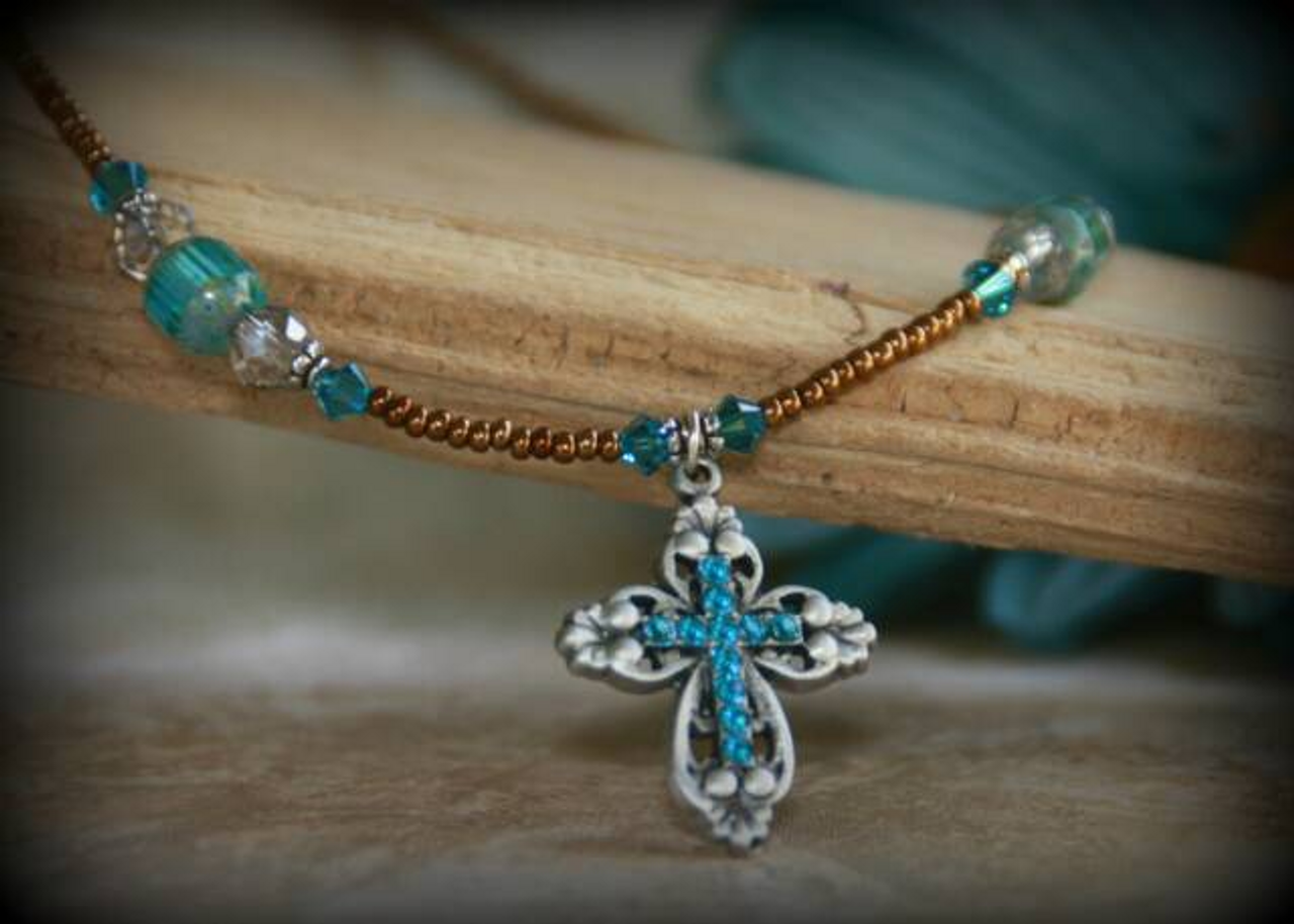 ecbdb071b IN-628 Wow Cross Necklace - Collectables The Studio