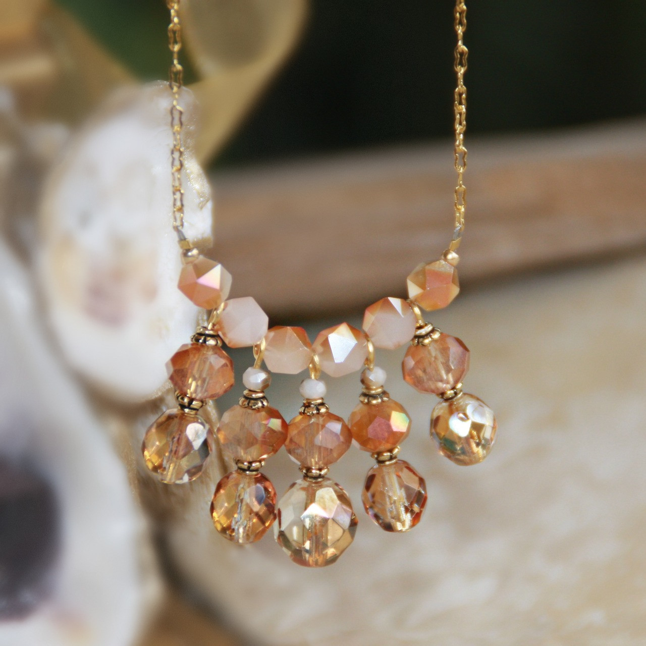IS-797  Color of Spring 2019 Coral Beauty Necklace
