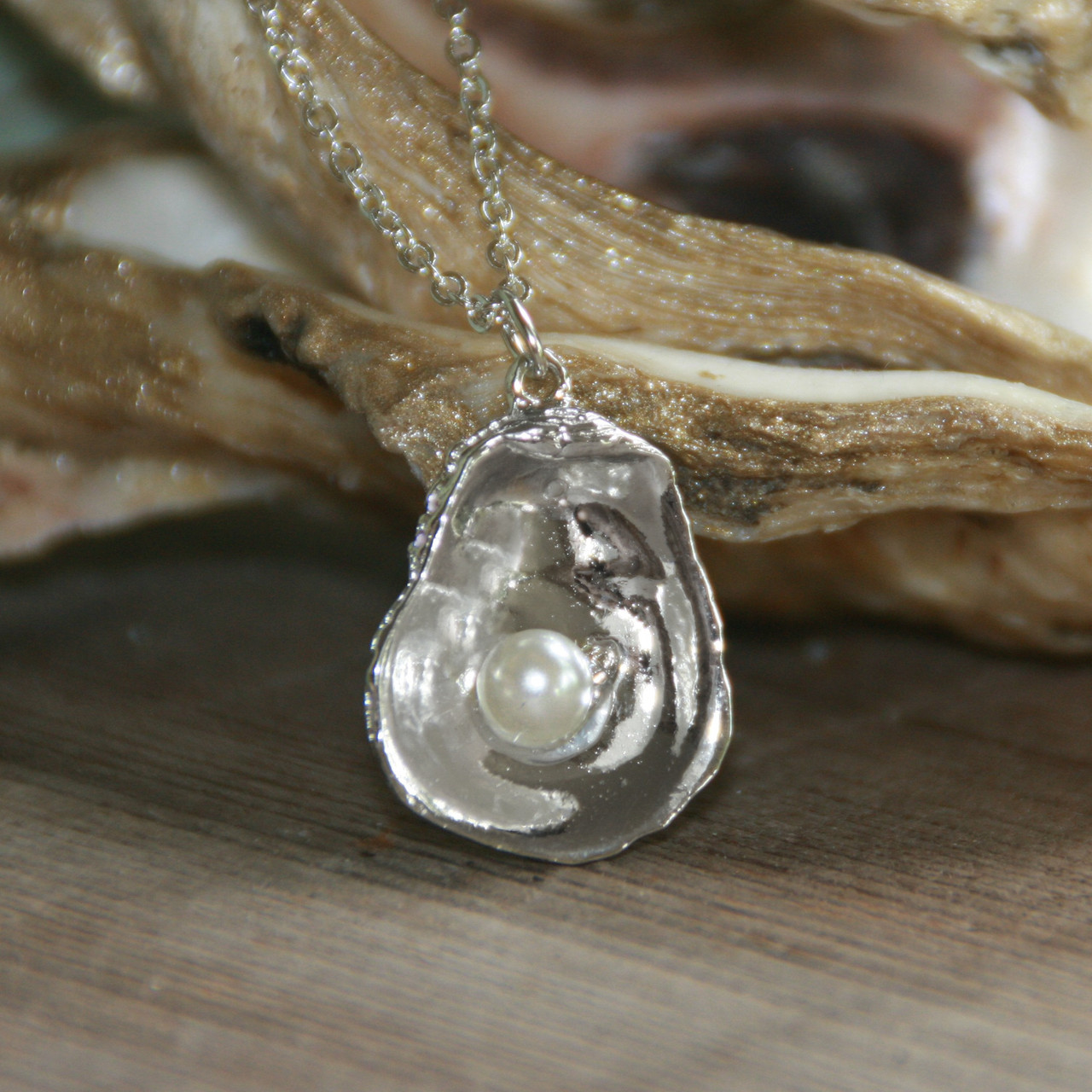 DD-31  Classic Oyster necklace