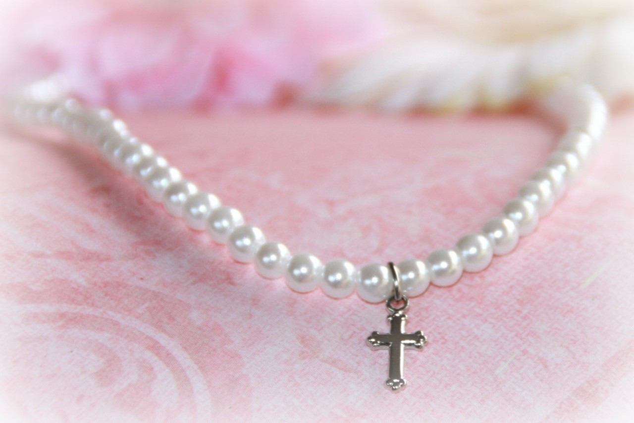 "CJ-488 Glass Pearls 15"" necklace with Rhodium Cross"
