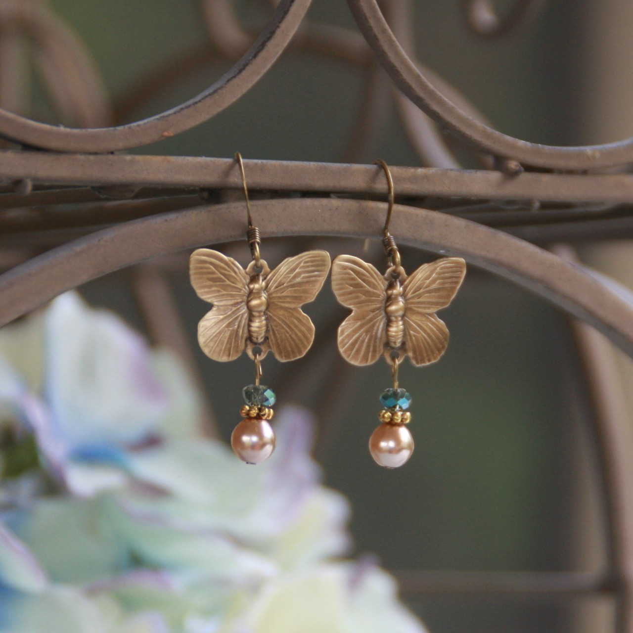 IS-560 Butterfly Vintage Style Earrings with Pearls