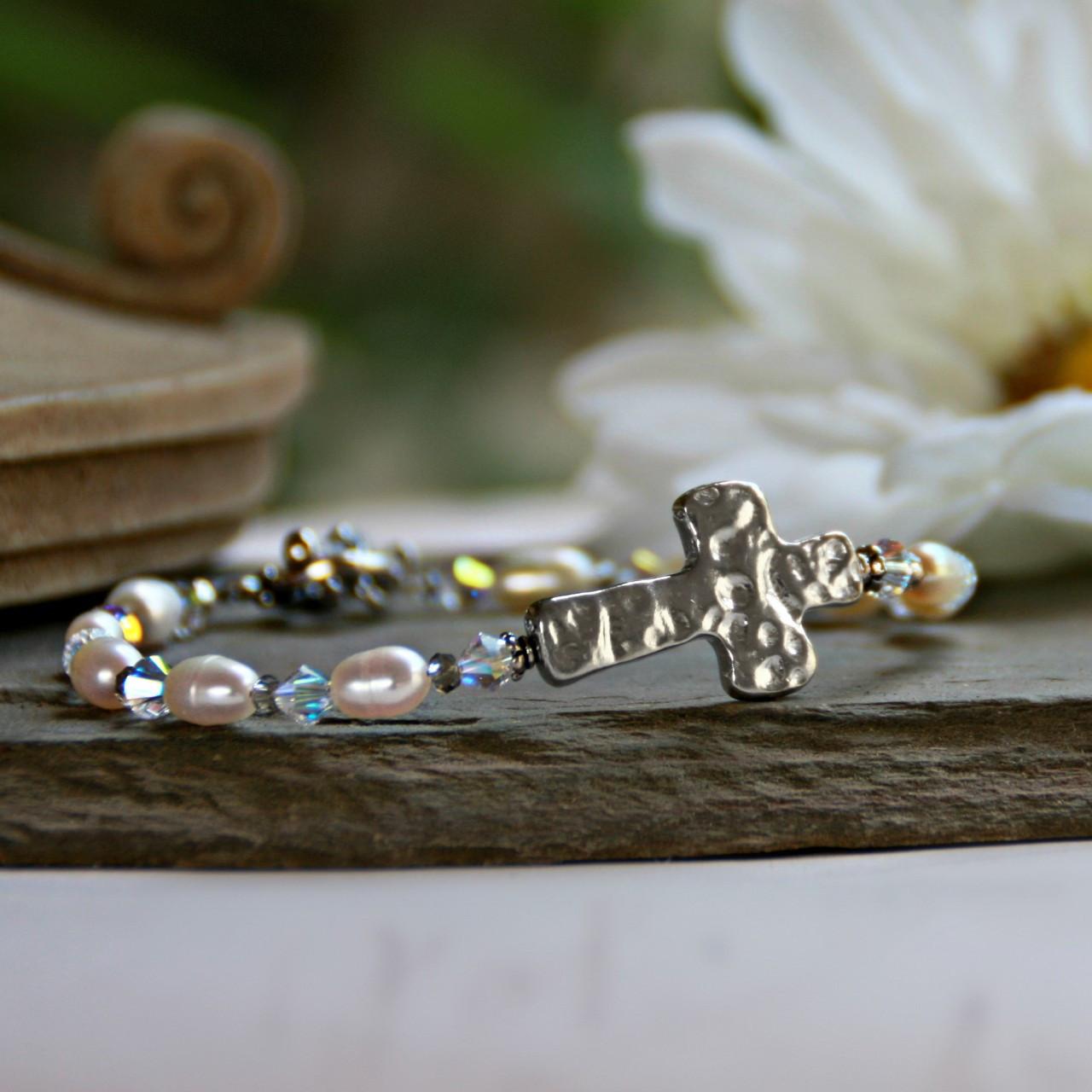 IN-116 Hammered Design Freshwater Pearls & Crystals Bracelet
