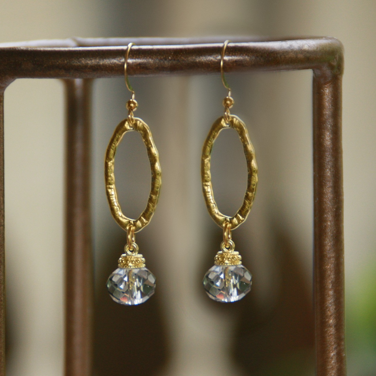 IS-643  Oval drop Crystal Earrings