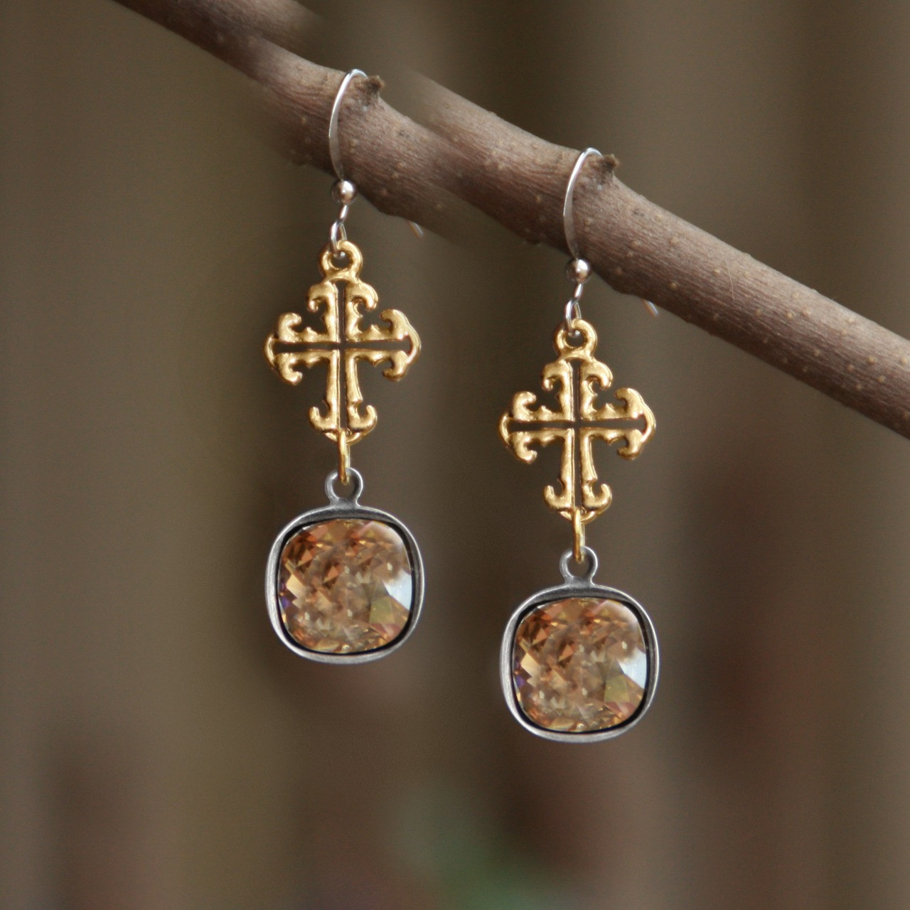 04fb158ba IS-191 Wow Swarovski Cross Earrings - Collectables The Studio