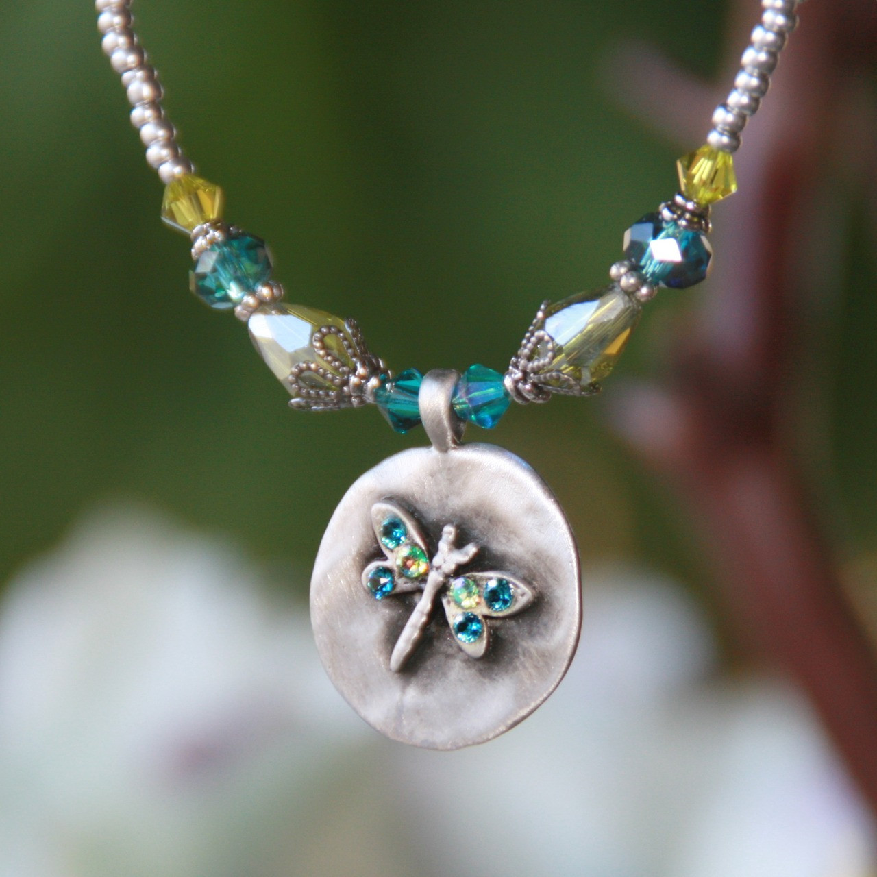 IS-129  Dragonfly Necklace Oh so Adorable and Stylish!