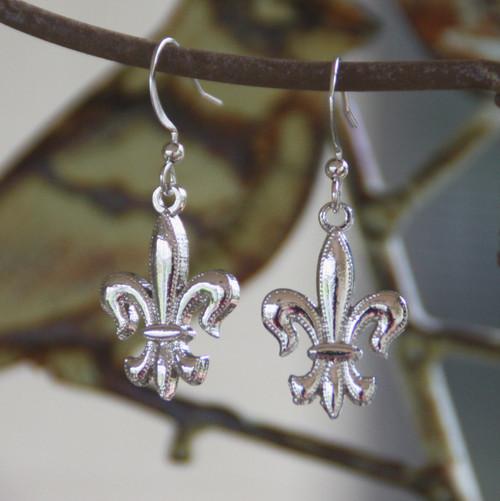 FER-100s Silver finish Fleur de Lis Earrings