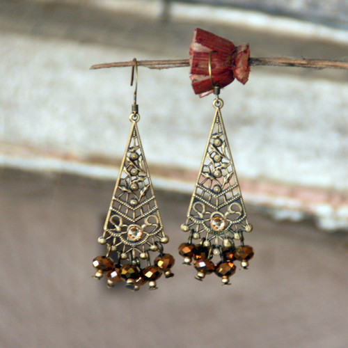 IS-533  Vintage Style oh so Elegant! Earrings
