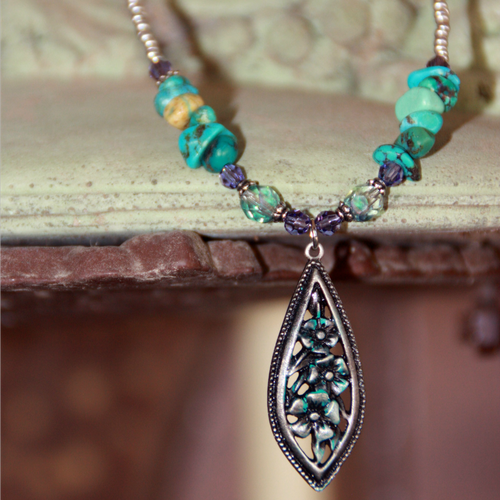 NCK-205  Turqoise and Crystals Necklace