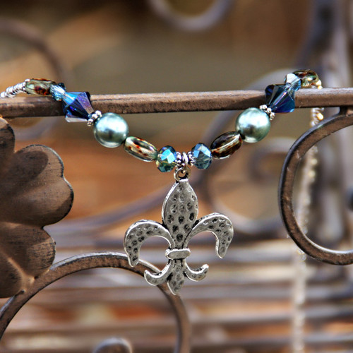 IS-682  Hammered Fleur de Lis Beaded Necklace