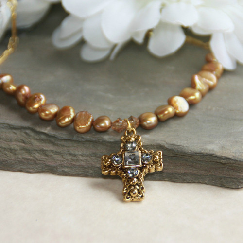IN-520   Freshwater Pearl and Swarovski Cross Oh so Pretty Necklace!