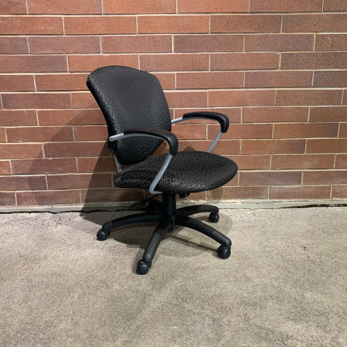 Pre-Owned Global Executive Chair