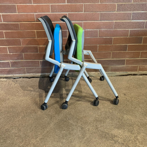 Pre-Owned OFS Flexxy Nesting Chair