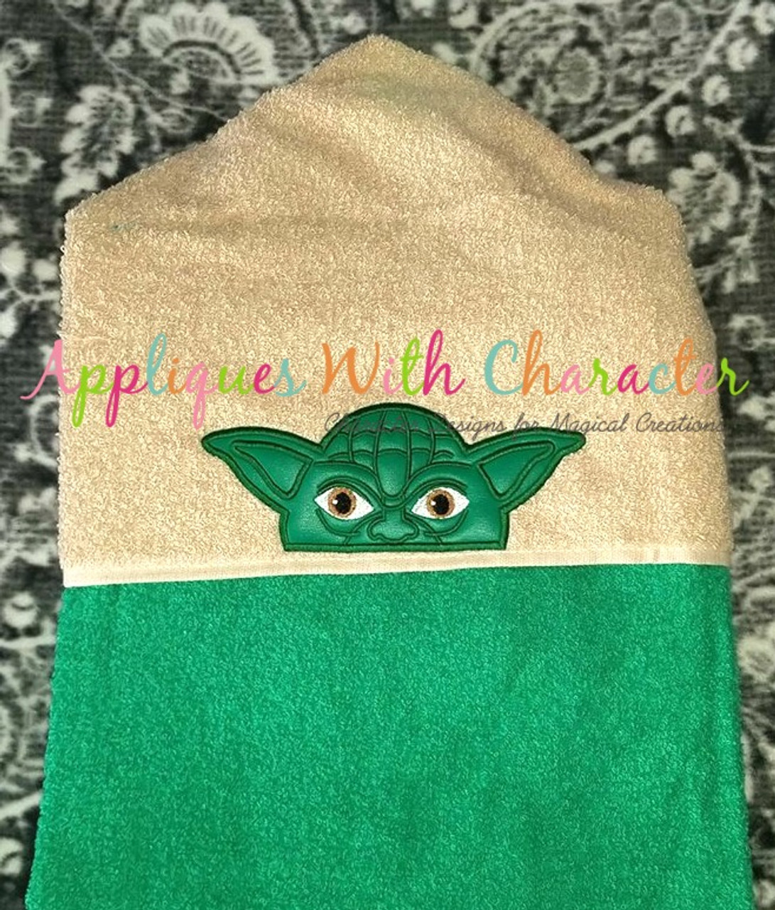 60f4b0f0502b7 ... Yoda Peeker Star Battles Applique Design ...
