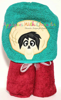 Coco Hector Peeker Applique Design
