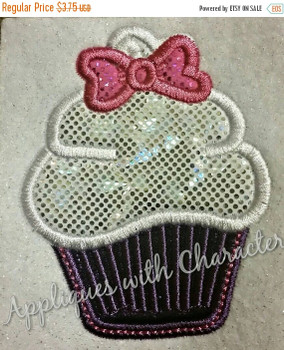 Daisy Duck Cupcake Applique Design