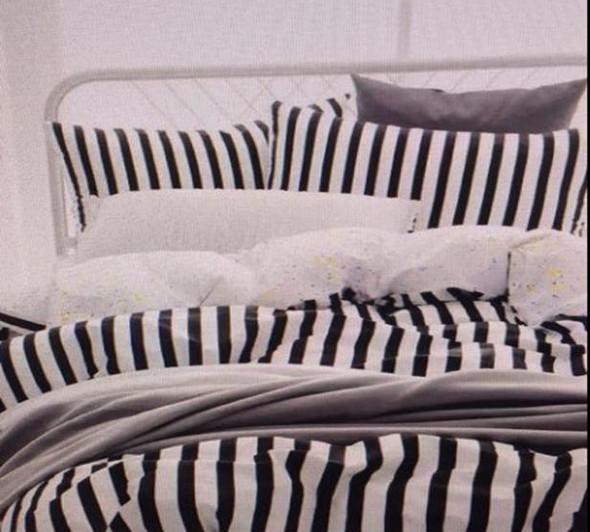 "Linens N Things 20""x30"" Stripes 2-Piece Pillow Case (Queen))"