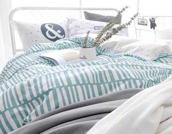 "Linens N Things 20""x30"" Green Stripes 2-Piece Pillow Case (Queen)"