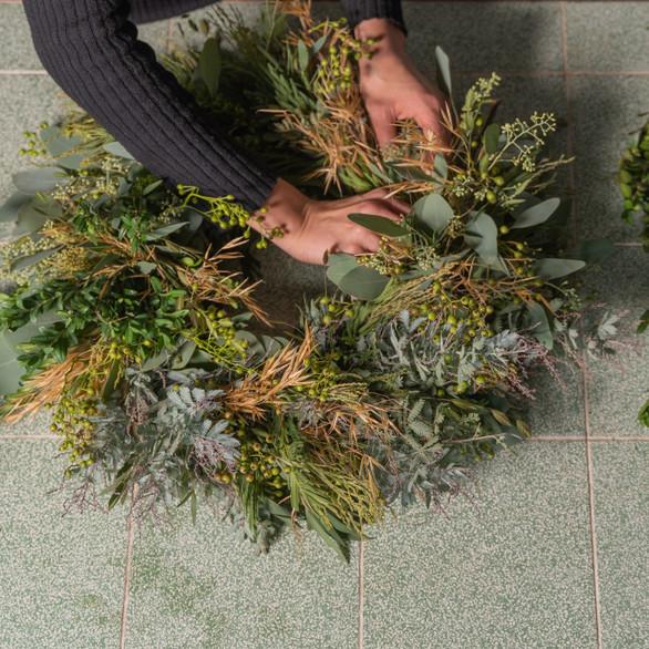 learn how to make a seasonal wreath