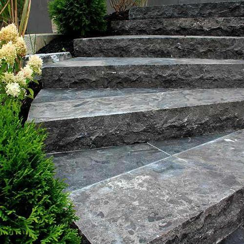 Antique Limestone Step