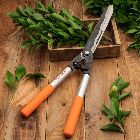 Wavy Blade Italian Pro Hedge Shears