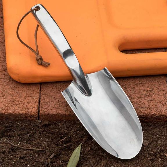 Polished Cast-Aluminum Trowel/Cultivator Set