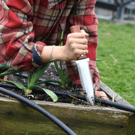 """Exceptionally Strong Garden Digger - """"Hori Hori"""""""