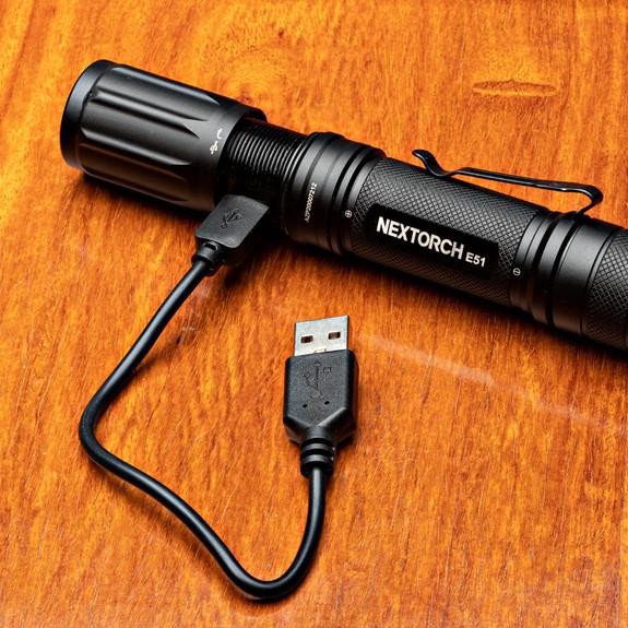 LED Zooming Flashlight- 1400 lumens