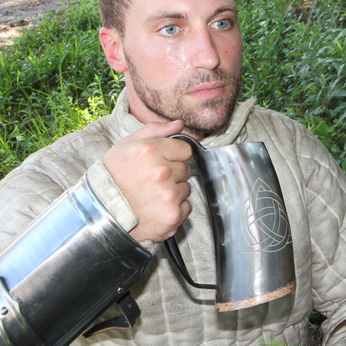 Horn Tankard With Valknut Design