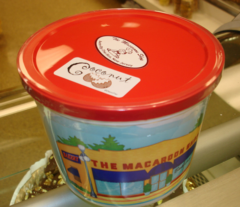 Gourmet Coconut Macaroons 1 lb Tub - Send  macaroons:  a wonderful gift for any occasion