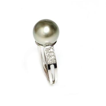 Tahitian Pearl & Diamond Sincere Ring 10 MM Pistachio AAA Flawless