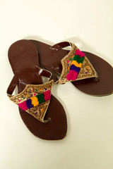 Young Girls Traditional Pakistani Flat Sandal vgold size 1