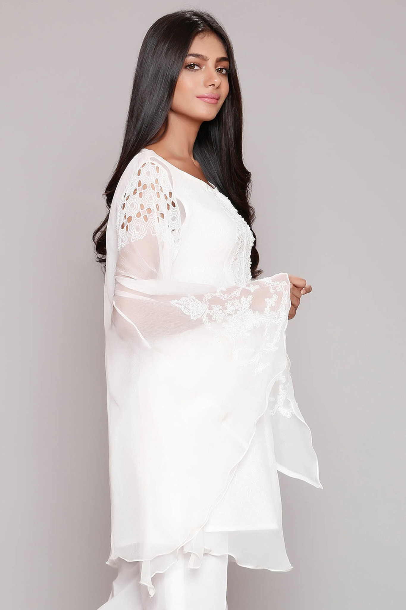 Chinyere white bell 2 pc
