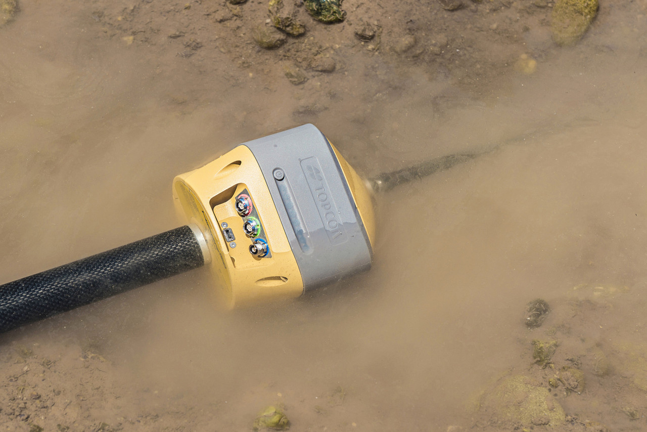 Rugged IP67 rating of Hiper HR by Topcon